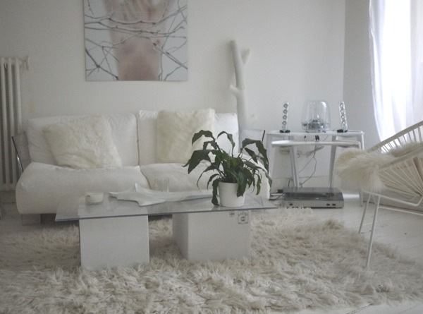 un appartement enti rement blanc mademoiselle d co blog d co. Black Bedroom Furniture Sets. Home Design Ideas